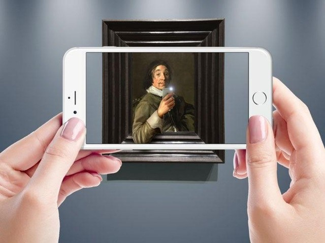 Photo of Is the reaction of the digital work of art and the real, brain different?
