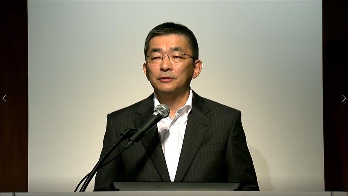 オンラインでの決算説明会に登壇するKDDIの高橋社長