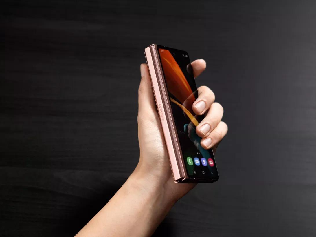 【スマホ】サムスン、最新折りたたみスマートフォン「Galaxy Z Fold2」詳細発表–約21万円