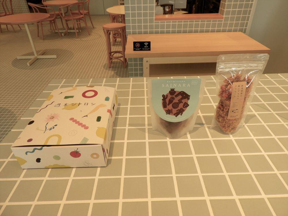 限定販売の新奈良銘菓「奈良シトロン」(写真左)をはじめオリジナルスイーツが購入できる。