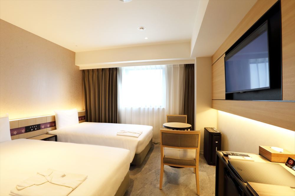 客室はダブルとツインルームがメインで室内はシンプルですっきりしている。