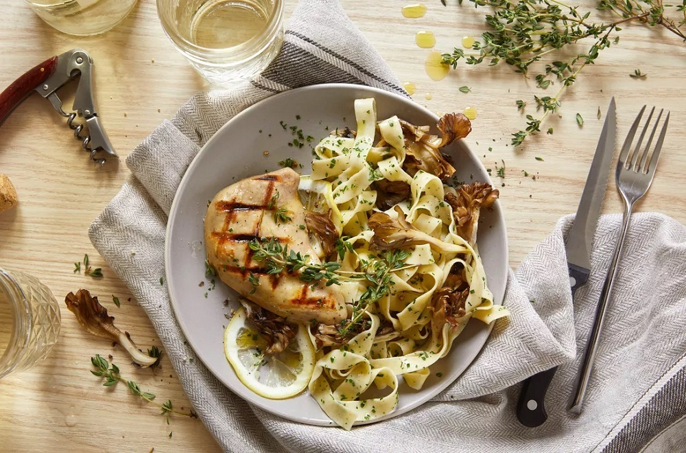 Good Meatはチキンナゲットの次に、本物の鶏むね肉に見える鶏肉の切り身を提供する計画だ