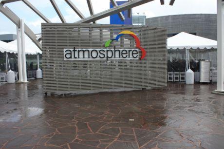 雨が降るなか開催されたAtmosphereカンファレンス