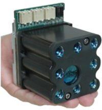 Lightfleetのアプローチでは、ブレードサーバ内でノード同士の接続に従来使われていたケーブルを光と鏡で代替する。