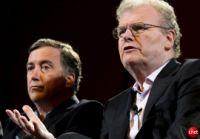 米国時間5月20日にSony Internet TVを発表したソニーの会長兼最高経営責任者(CEO)Howard Stringer氏(右)。