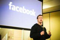Facebookの最高経営責任者(CEO)Mark Zuckerberg氏。米国時間5月26日午前、プライバシー管理について発表するために開催された注目の記者会見に登場した。