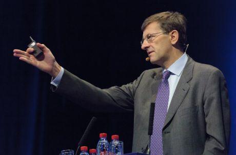 Nokiaのカンファレンスで話をするVodafoneのCEOであるVittorio Colao氏