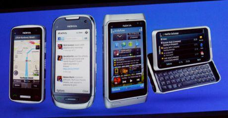Nokiaの新しいSymbian搭載ラインアップは3製品。左から、新製品のC6およびC7、既に発表済みのフラッグシップ機N8、そして、新製品のE7。