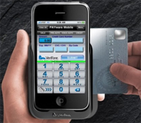 VeriFoneのPAYware Mobile。ハードウェアとiPhoneソフトウェアで構成される。