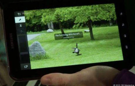 このデモでは、Androidが搭載されたサムスンのGalaxy Tabで、Content-Aware Fill機能というPhotoshopの高度な編集機能が披露された。