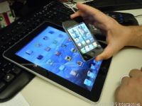 AppleはiPadやiPhoneを企業向け生産性ツールとして売り込んでおり、これら製品を試し始める企業が増加している。