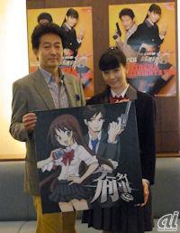 刑事「あさみつひこ」役を演じる辰巳琢郎さん(左)と「銭形結」役を演じる岡本杏理さん(右)