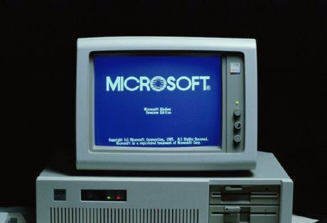 実行中の「Windows 1.X」。フロッピードライブが2つあることに注目してほしい。