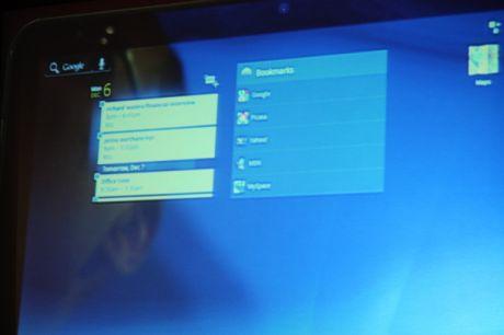 GoogleのAndy Rubin氏はD: Dive Into Mobileで、未公開のAndroid搭載のMotorola製タブレットを披露した。