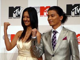 KREVAさん(右)と浦浜アリサさん