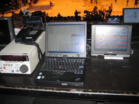 NBAの試合当たり500回以上におよぶ統計イベントをタブレットPCを使って入力している。