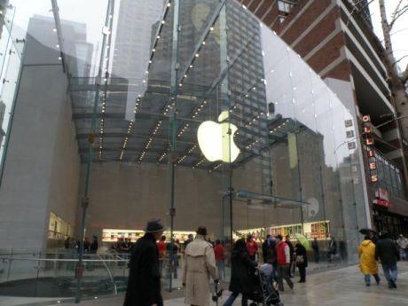 米国東部時間11月14日午前10時にオープンしたApple Store Upper West Side店
