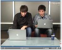 ギークたちのヒーロー、Jay Adelson氏(左)とKevin Rose氏。両氏がDiggユーザーとともに定期的に制作している「Digg Dialogg」ビデオキャストからのスクリーンショット。