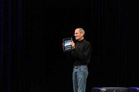 iPadを発表するApple最高経営責任者(CEO)Steve Jobs氏